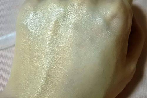 ラウディBB&CCクリーム塗って伸ばす