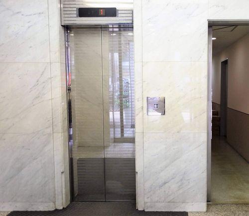 グレースにつながるエレベーター